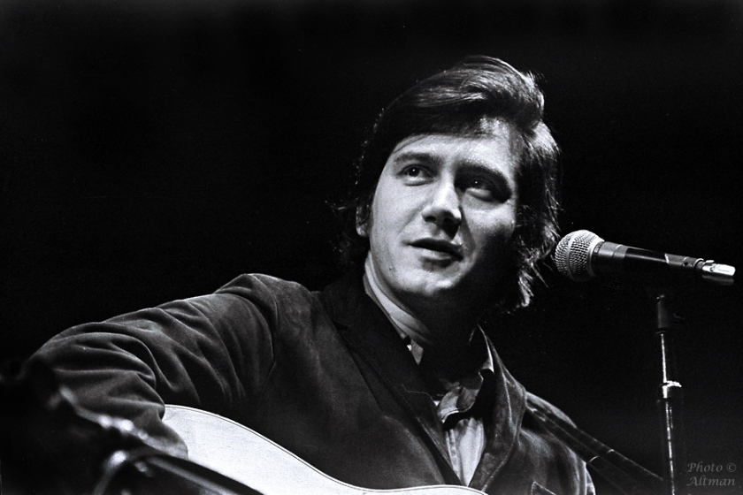 Phil Ochs, Berkeley, CAApril 1969  sheet 272	frame 11-12